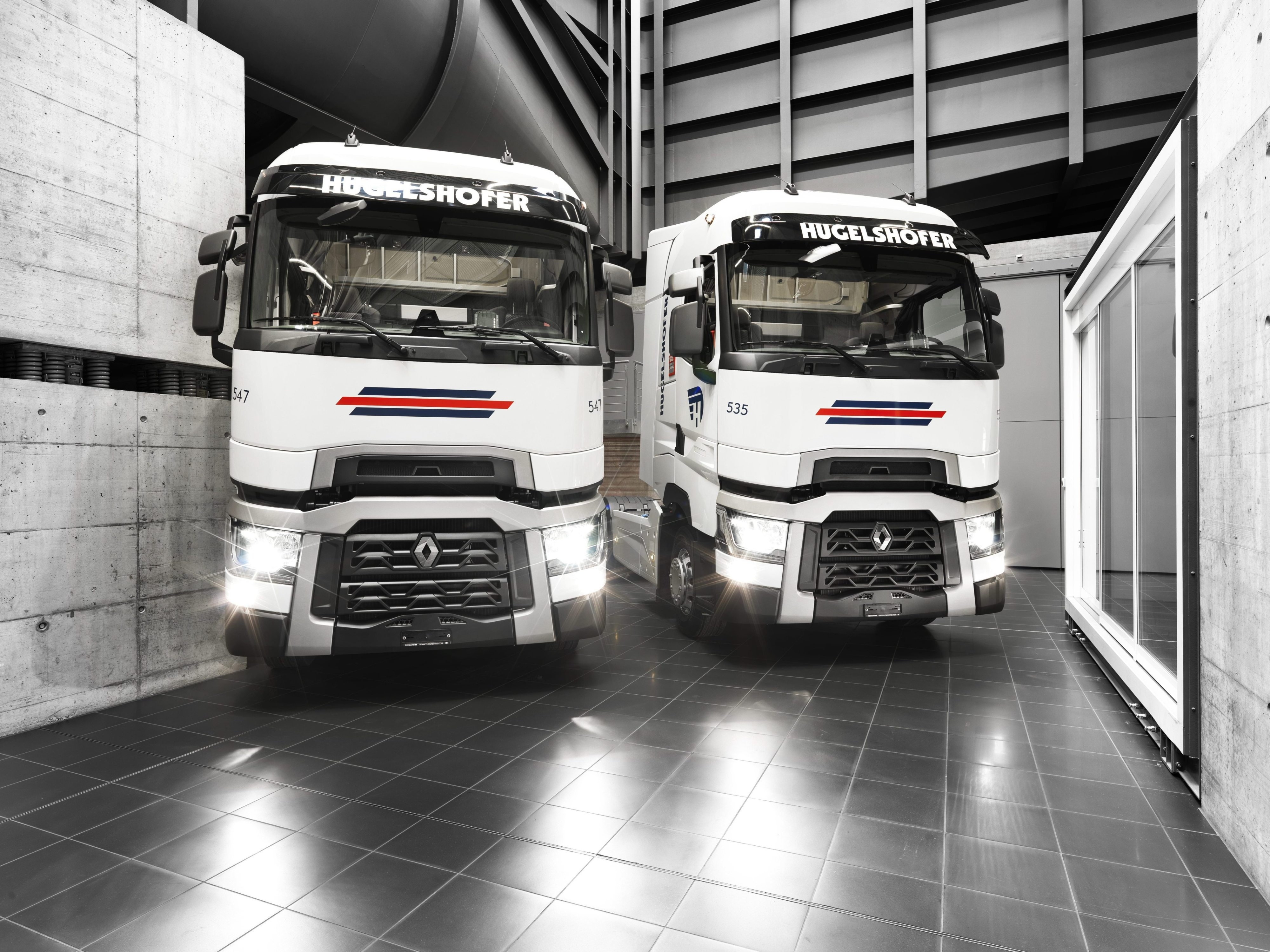 grosse commande chez renault trucks pour des camions. Black Bedroom Furniture Sets. Home Design Ideas