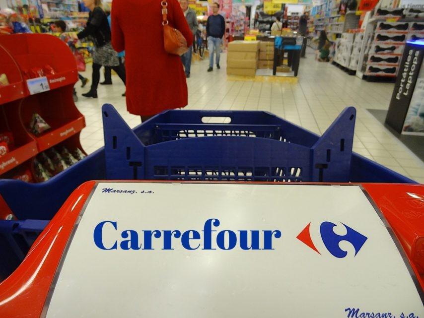 carrefour veut supprimer plus de 1 200 postes supermarch s. Black Bedroom Furniture Sets. Home Design Ideas